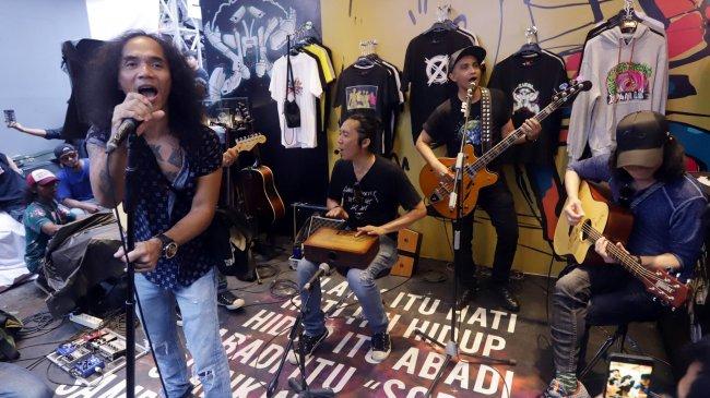 Chord Gitar dan Lirik Lagu Virus - Slank, Kunci Mudah: Aku Gak Mau Menjadi Setan yang Menakutimu