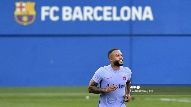 Beruntungnya Memphis Depay Punya Gerard Pique di Barcelona