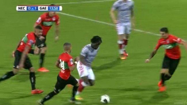 Tragis Banget, Pemain Ini Dikartu Merah Setelah Cetak Gol Fantastis