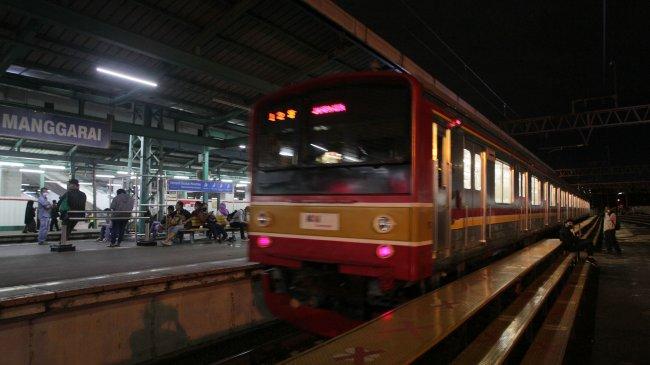 KAI Commuter Sesuaikan Operasional KRL, KA Lokal Merak dan KA Prameks Selama PPKM Darurat