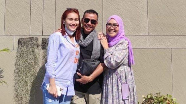 Abdul Rozak dan Umi Kalsum Dipolisikan Orang Tua KD, Ayu Ting Ting Tak Khawatir dan Tanggapi Santai