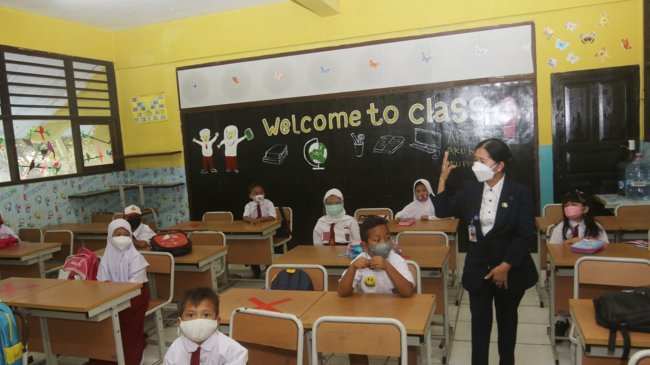Hari Pertama PTM di Jakarta: Siswa Rela Berangkat Sejak Subuh Hingga Bus Sekolah Gratis