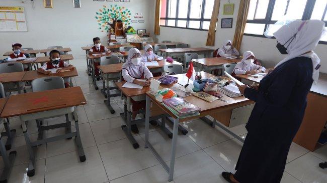 KPAI Temukan Pelanggaran Prokes Saat PTM Terbatas, Banyak Siswa di Sekolah Melepas Masker