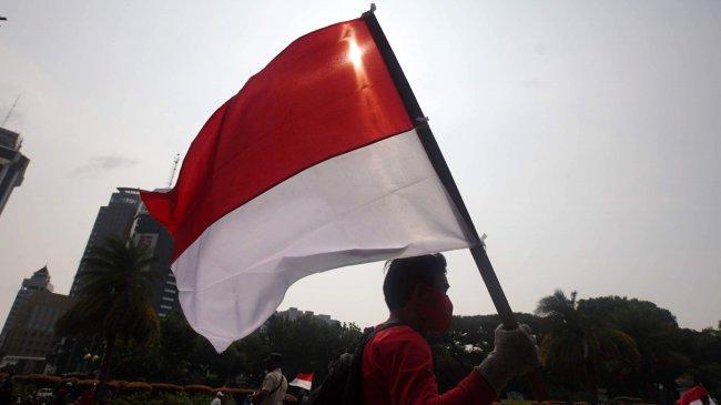 Mahasiswa Ajak Masyarakat Kibarkan Bendera Merah Putih Sebagai Simbol Optimisme Melawan Covid-19