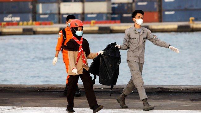 pencarian-korban-dan-puing-pesawat-sriwijaya-air-sj-182_20210117_013010.jpg