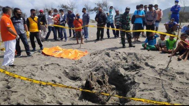BERITA FOTO: Heboh Penemuan Kerangka Manusia Bersila di Pantai Parangkusumo Bantul