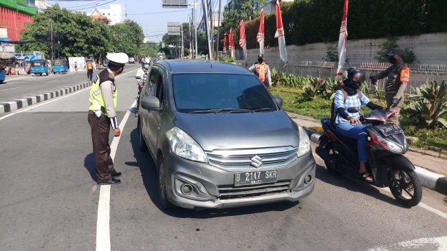300 Personel Gabungan Disiagakan Jaga Ruas Jalan yang Diberlakukan Ganjil-Genap