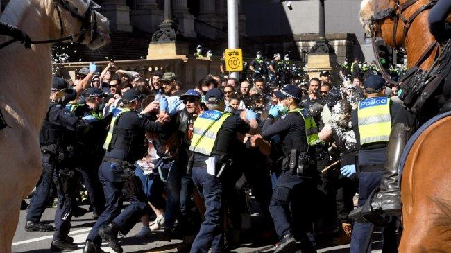 Aksi Protes Anti-Lockdown di Australia Berujung Ricuh, Polisi Keluarkan Semprotan Merica