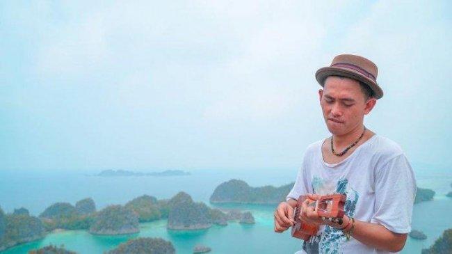 Chord Gitar dan Lirik Lagu Tolong - Budi Doremi, Kurasa Ku Sedang Jatuh Cinta