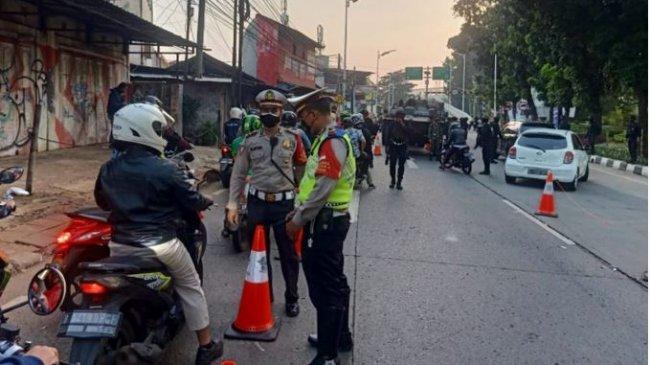 Polda Metro Jaya Buat Jalur Khusus Nakes di Penyekatan PPKM Darurat
