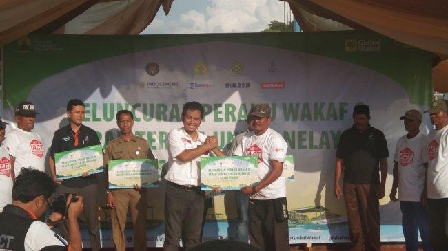 ACT Salurkan Bantuan Perahu untuk Pulihkan Ekonomi Nelayan Korban Tsunami Selat Sunda