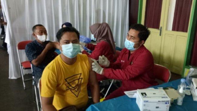 Buka Sentra Vaksinasi di Jepara, Perbarindo-LPS Pasang Target 1500 Peserta
