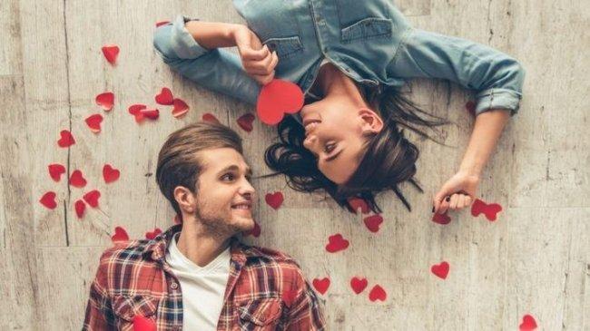 Ingin Makin Lengket dengan Pasangan? Coba Beri Perhiasan dan Lakukan 6 Tips Ini