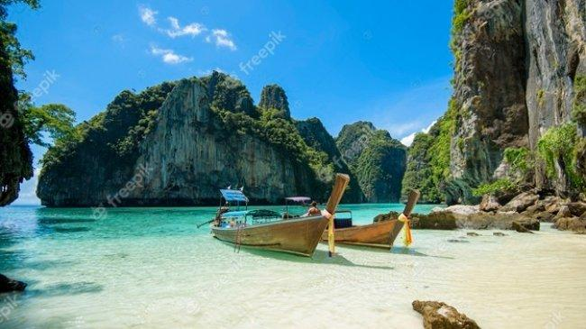 Phuket Kembali Dibuka untuk Pelancong, Syaratnya Harus Sudah Vaksin Dosis Penuh