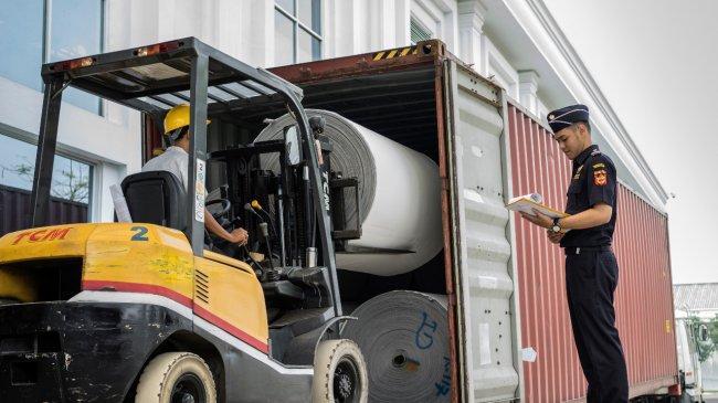 Pusat Logistik Berikat Bantu Industri Tekstil dan Industri Kecil