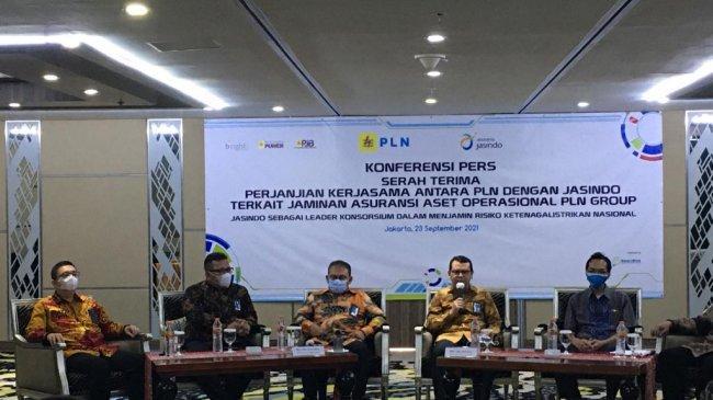 Jasindo-PLN Serah Terima Perjanjian Kerja Sama Atas 25 Miliar Dolar AS Aset Operasional PLN Group
