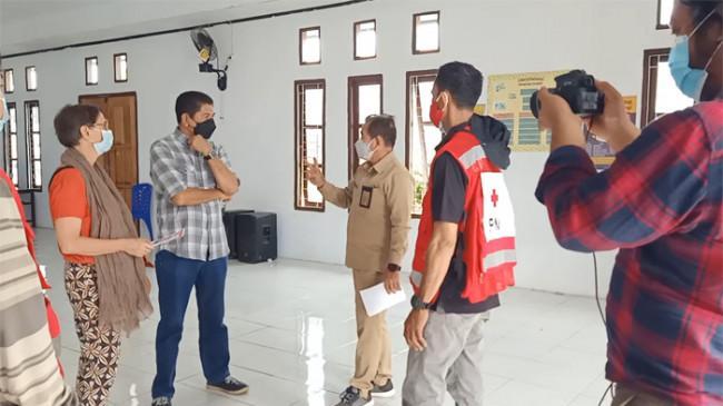 Gandeng ICRC dan PMI, Pemkot Tual Vaksinasi Warga di Pelosok Desa