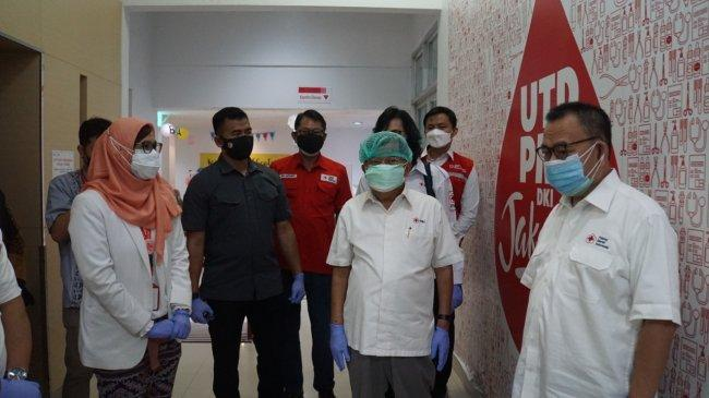 Ketua PMI Jusuf Kalla Tinjau Proses Donor Plasma Konvalesens