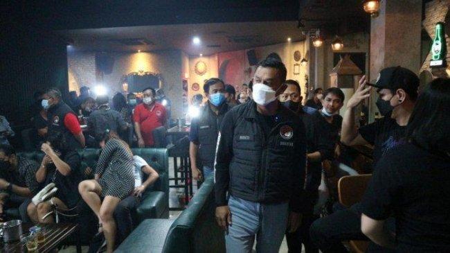 Ditresnarkoba Polda Metro Bubarkan Kerumunan 3 Kafe di Jaksel, Minuman Beralkohol Juga Disita