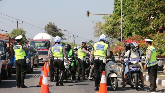 Polisi Cekcok dengan Paspampres, Kompolnas Minta Petugas Pos Penyekatan Bertindak Humanis