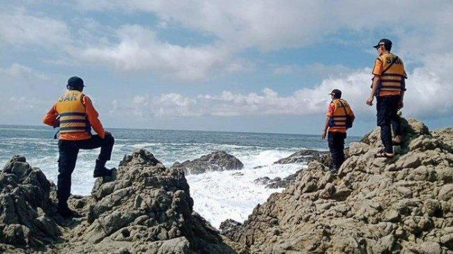 Terpeleset Lalu Terseret Ombak, Anggota Polri Hilang di Pantai Selatan Gunungkidul