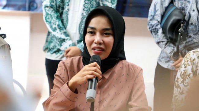 Dicecar 27 Pertanyaan Terkait Laporan Marissa Icha, Medina Zein: Kita Tunggu Hasilnya Aja