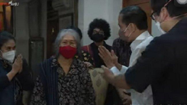Jokowi Melayat ke Rumah Duka Almarhum Sabam Sirait