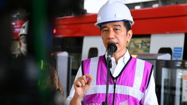 presiden-jokowi-tinjau-perkembangan-proyek-lrt-jabodebek_20210609_214012.jpg