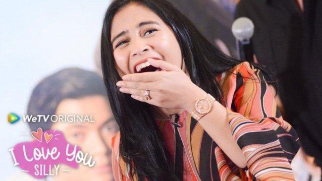 Prilly Latuconsina Salut Pada Perjuangan Fans Pasang Bilboard Demi Ucapkan Ulang Tahun Padanya
