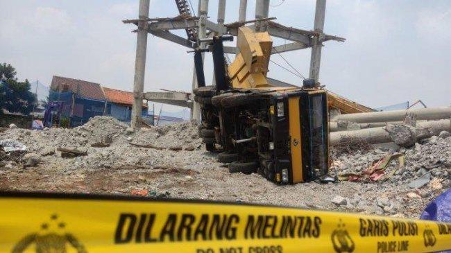 Dramatis, Tangis Haru Mewarnai Penyelamatan Korban Reruntuhan Tiang Beton dan Mobil Crane di Depok