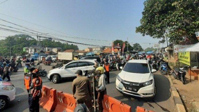 Kemacetan Panjang Juga Terjadi di Pertigaan Terminal Pondok Cabe, Kendaraan Dipaksa Putar Balik