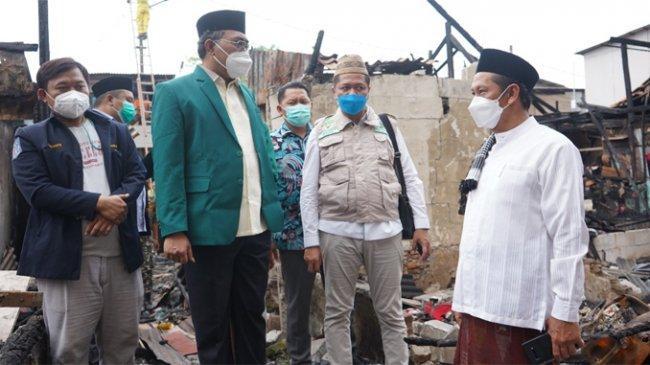 PWNU DKI Donasikan Bantuan Tunai dan Bahan Pokok untuk Korban Kebakaran di Kemayoran