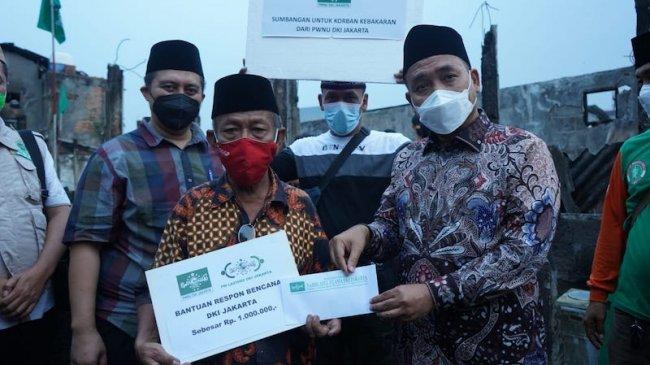25 KK dan 47 Orang Korban Kebakaran Pulogadung Terima Bantuan Tunai