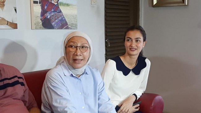 Unggah Foto Dua Tangan Saling Genggam, Atiqah Hasiholan Bahagia Sambut Kebebasan Ratna Sarumpaet