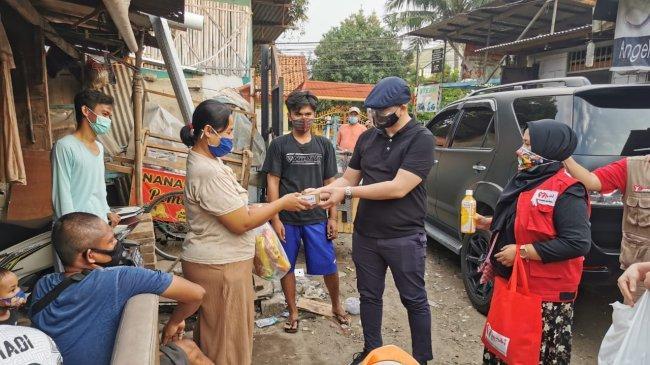 ABJ Terjun Bagikan Paket Bantuan untuk Warga Terdampak Pandemi