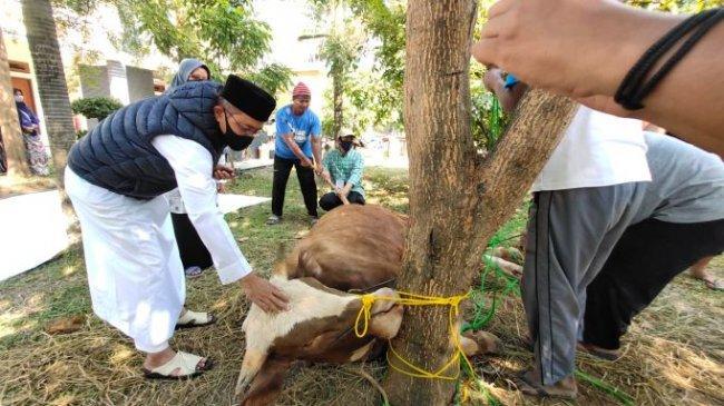 Relawan KITA Bagikan Daging Kurban untuk Warga Terdampak Covid-19