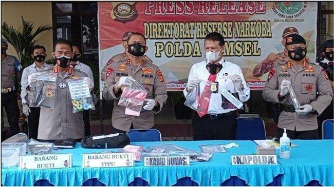 Gerebek Home Industri Ekstasi di Palembang, Polda Sumsel Tangkap 1 IRT, Suaminya Buron