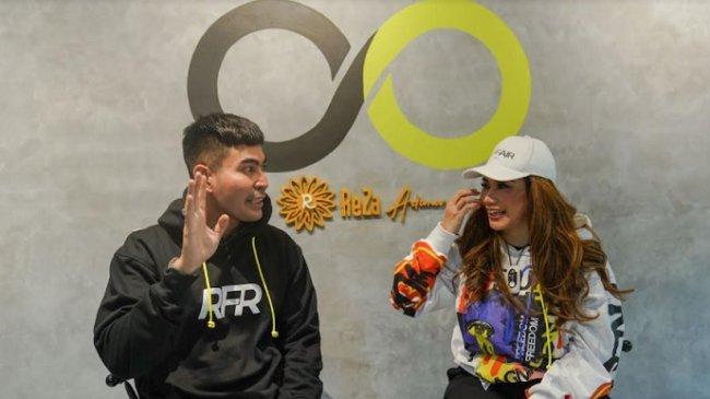 Geluti Bisnis Fashion, Robby Purba Dapat Dukungan Reza Artamevia