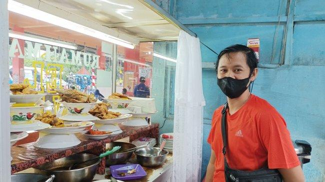 Pegunjung Sepi, Gaji Pegawai Rumah Makan Padang di Terminal Kampung Rambutan Ini Dipotong Setengah