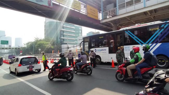 Underpass Mampang Jadi Pos Penyekatan Tambahan, Selain Nakes Lewat Jalur Kiri