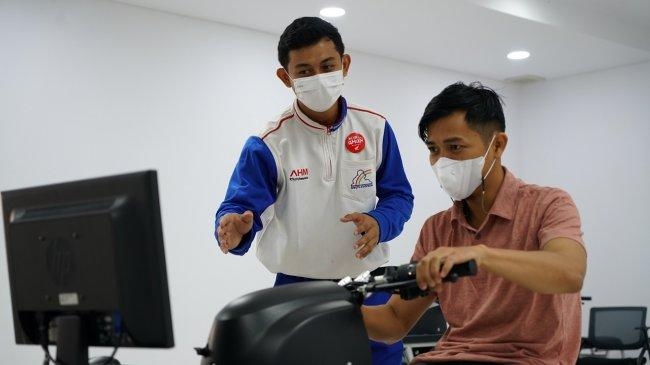 AHM Kalibrasi Ulang Kemampuan Instruktur Keselamatan Berkendara Lewat Kompetisi Virtual