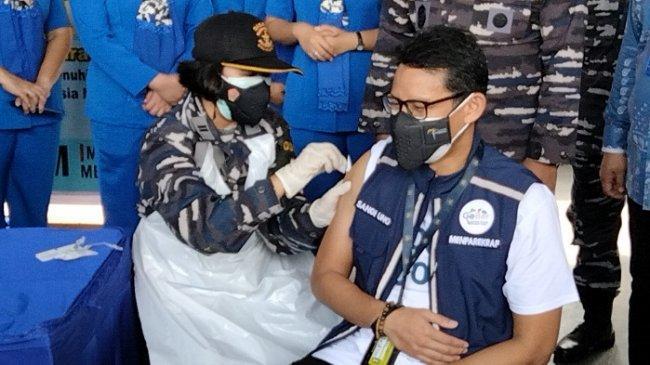 Suntik Vaksin Kedua di Markas Kolinlamil, Sandiaga Uno Lihat Potensi Wisata di Kapal Perang