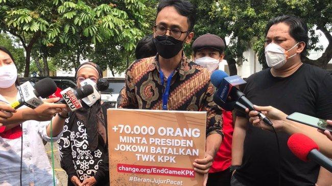 1.505 Surat Minta Jokowi Batalkan Pemecatan 56 Pegawai KPK, Pengirimnya Dosen Hingga Pengemudi Ojek