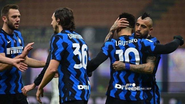 Berita Inter, Inzaghi Pilih Vidal, Cadangkan Calhanoglu Lawan Real Madrid, Dumfries Segera Starter
