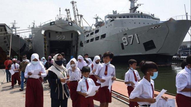 Serbuan Vaksinasi TNI AL Jadi Momentum Para Pelajar Wisata Edukasi Maritim