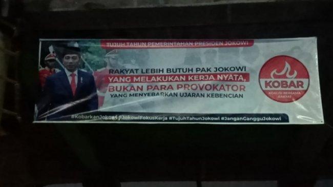 Spanduk Mendukung 7 Tahun Kepemimpinan Jokowi Bertebaran di Berbagai Daerah