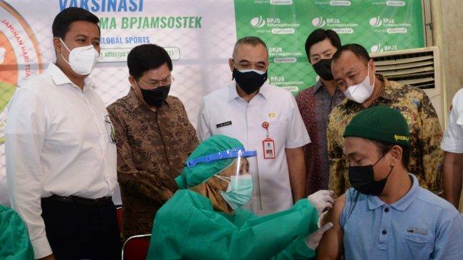 Sukses di 16 Lokasi, Vaksinasi Bersama BPJAMSOSTEK Kini Digelar di Kabupaten Tangerang