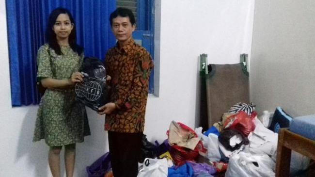 Siswa SMAN 2 Surakarta Jaga Seragam Tetap Bersih untuk Disumbangkan