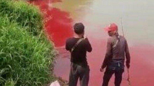 Warna Air Sungai Cisadane Berubah Merah Darah, Ada Apa?