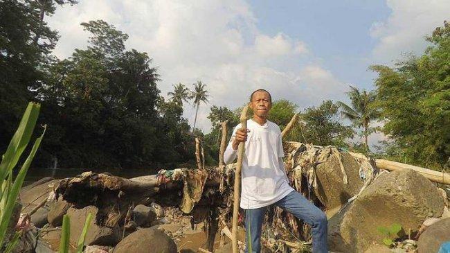 Cucuran Keringat dan Air Mata Temani Langkah Suparno Jumar Jaga Sungai Ciliwung, Begini Kisahnya